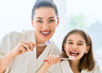 A Semmelweis szakértője szerint nem szabad nyáron evés után egyből fogat mosni
