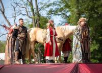 Történelmi lovas show a Lázár Lovasparkban