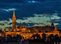 Prémium kategóriás éjszakai futóversenyre várnak Budapesten